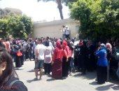 """بالصور.. الطلاب الراسبون بالثانوية يقطعون الطريق أمام """"التعليم"""""""