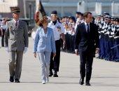 بالصور.. الرئيس الفرنسى إيمانويل ماكرون يزور إحدى القواعد الجوية باستريز