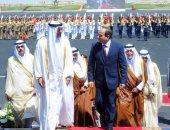 الرئيس السيسي يغادر قاعة الاحتفال بعد افتتاح قاعدة محمد نجيب العسكرية