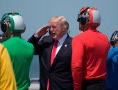 """بالصور.. ترامب يلقى كلمة للجنود من على حاملة الطائرات """"يو إس إس"""""""