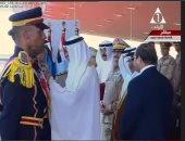 بالفيديو.. السيسى ومحمد بن زايد يمنحان الأنواط لأوائل خريجى الكليات العسكرية