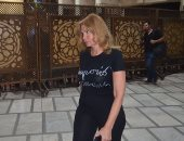 بالفيديو والصور.. يسرا وشهيرة فى عزاء عمرو سمير بمسجد الحامدية الشاذلية