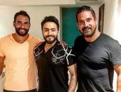 أمير كرارة ينشر صورة له مع نجم الجيل وكابتن مصر