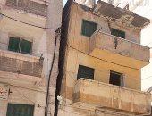 بالصور.. عقار آيل للسقوط بوسط الإسكندرية.. والحى يشكل لجنة للمعاينة