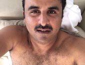 تميم بن حمد يصور نفسه سيلفى بلبوص .. والصورة تثير سخرية رواد فيس بوك