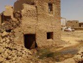 بالفيديو والصور .. الصرف الصحى يتسبب فى ضرر عدد من المنازل بقرية الشيخ والى بالداخلة