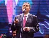 الفنان محمد عبده يغنى على الهواء احتفالا بفوز السيسى بولاية رئاسية ثانية