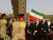 فرح ديبا وجيهان السادات تضعان أكاليل الزهور على قبر الرئيس الراحل والجندى المجهول