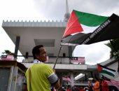 """بالصور.. دهس علم الاحتلال الإسرائيلى فى مظاهرة بماليزيا تضامنا مع """"الأقصى"""""""