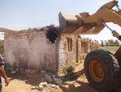 إزالة 18 حالة تعد على الاراضى الزراعية بجزيرة شندويل فى سوهاج