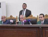 """تأجيل إعادة محاكمة بديع و7 آخرين بقضية """"أحداث مسجد الاستقامة"""" لـ5 أغسطس"""
