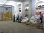 ضبط 3 أطنان سلع غذائية مجهولة المصدر قبل بيعها للمواطنين بالمحافظات