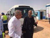 """النائب عامر الحناوى يلتقى محلب خلال زيارته لأسوان ويعرض عليه مشكلات """"دراو"""""""