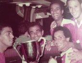 شاهد.. الجوهرى يحتفل ببطولة كأس مصر 82 مع نجوم الأهلي