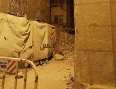 انهيار أجزاء من عقار فى محطة الرمل بالإسكندرية والشرطة تغلق الشوارع
