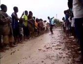 """بالفيديو..أطفال سوادنيون يتزلجون على """"الطين"""" فرحا بسقوط الأمطار"""