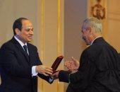 """الرئيس السيسى يكرم عدداً من العلماء وأوائل الخريجين باحتفالية """"عيد العلم"""""""