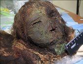 """بالفيديو.. علماء روس يكتشفون مومياء """"الأميرة القطبية"""" بعد دفنها 900 عام"""