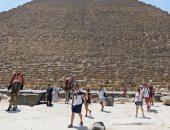 """""""رويترز"""" تنشر صور إقبال السياح على زيارة أهرامات الجيزة"""