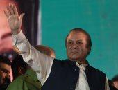 رئيس وزراء باكستان المعزول يعود لبلده للمثول أمام القضاء