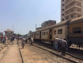 رئيس هيئة السكة الحديد يستقل كابينة قيادة قطار القاهرة - الصعيد