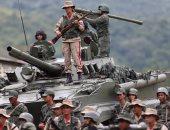 بالصور.. وزير الدفاع الفنزويلى يعقد مؤتمرا وسط جنوده بكامل أسلحتهم