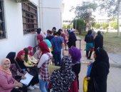 نائب رئيس جامعة قناة السويس يمنع حضور أولياء الأمور مع الطلاب فى الكشف الطبى