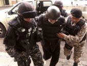 بالصور.. وزير البترول السابق بالإكوادور يسلم نفسه للشرطة بعد فرار 11 شهرا
