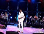 محمد منير يستأذن الجمهور التونسى فى غناء أغنية يونس عن الهلالية
