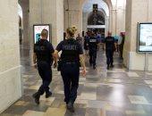 وزير داخلية فرنسا: نراقب عشرات من رجال الشرطة الفرنسية لهم ميول متطرفة