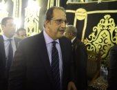 بالفيديو والصور.. وصول اللواء عباس كامل للمشاركة فى عزاء رفعت السعيد