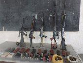 ضبط 5 أسلحة ألية وذخيرة ومخدرات بحوزة عامل وشقيقه جنوب البحر الأحمر