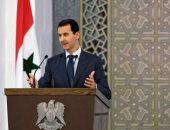 """فيديو.. المختطفون بمدينة السويداء يرفعون الرئيس """"الأسد"""" على أكتافهم بعد تحريرهم"""