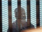 مرسى يطلب فحصا طبيا بمستشفى خاص بعد رفضه الكشف الحكومى والمحكمة:قدم طلب