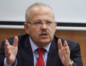 بدء الحوار المفتوح بين صلاح منتصر وطلاب جامعة القاهرة بحضور عثمان الخشت