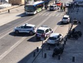 بالصور والفيديو.. مقتل شخص وإصابة آخر فى اصطدام سيارة بمحطتى حافلات بمرسليا
