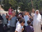 بالفيديو والصور.. طبل وزغازيد قبل سفر حجاج الجمعيات بأسيوط للأراضى المقدسة