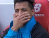 من الجنازة إلى فضائح الملعب .. سانشيز يبتسم دائماً ولا يعرف الحزن