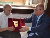 بالصور.. وزير الثقافة يكرم الكاتب وديع فلسطين