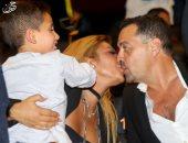 شاهد قبلة رومانسية بين أصالة وزوجها المخرج طارق العريان