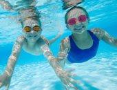 فيديو..7 حاجات بتقولك السباحة مفيدة لطفلك