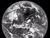 فيديو مذهل يلتقط لحظة كسوف الشمس مع حدوث إعصار ضخم