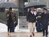 """بالصور.. عاصفة انتقادات لـ""""كعب حذاء ميلانيا"""" أثناء تفقدها آثار إعصار هارفي"""