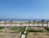 بالصور.. مصيف بلطيم يستقبل المعيدين بالأعلام وانتشار 105 منقذين بالشاطئ