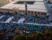 آلاف المصلين يتوافدون لأداء صلاة العيد بمسجدى عمرو بن العاص والعباسية