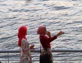 """10 صور تلخص شغف المواطنين بـ""""السيلفى"""" خلال احتفالات عيد الأضحى"""
