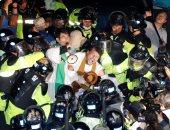 """بالصور..اشتباكات فى كوريا الجنوبية احتجاجا على نشر منظومة """"ثاد"""" الأمريكية"""