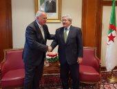 خلال لقائه مع العرابى.. رئيس وزراء الجزائر يتعهد بدعم مشيرة خطاب لليونيسكو