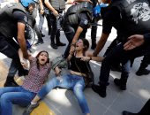 فيديو.. الشرطة التركية تعتدى بالضرب على محامين معارضين لسياسية العدالة والتنمية