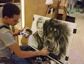 """""""علاء حمدى"""".. سفير الرسم فى فنادق الغردقة.. ويحترفه منذ 13 عاما"""